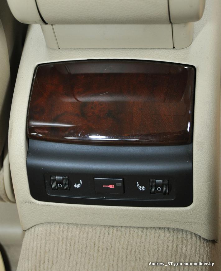 Задние сидения также оборудованы подогревами(уровень регулируется, 6...