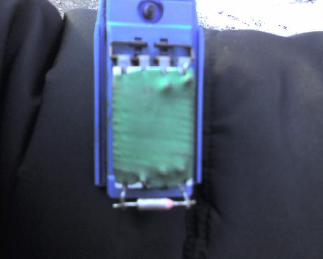 Ford Focus 1. Сломались скорости вентилятора отопителя.  (Р). А так сам блок резисторов с обратной стороны.