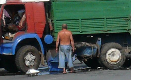 задним колесом КАМАЗа(IMG:
