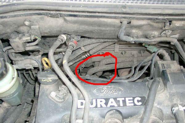 где находится дренажная трубка кондиционера ford