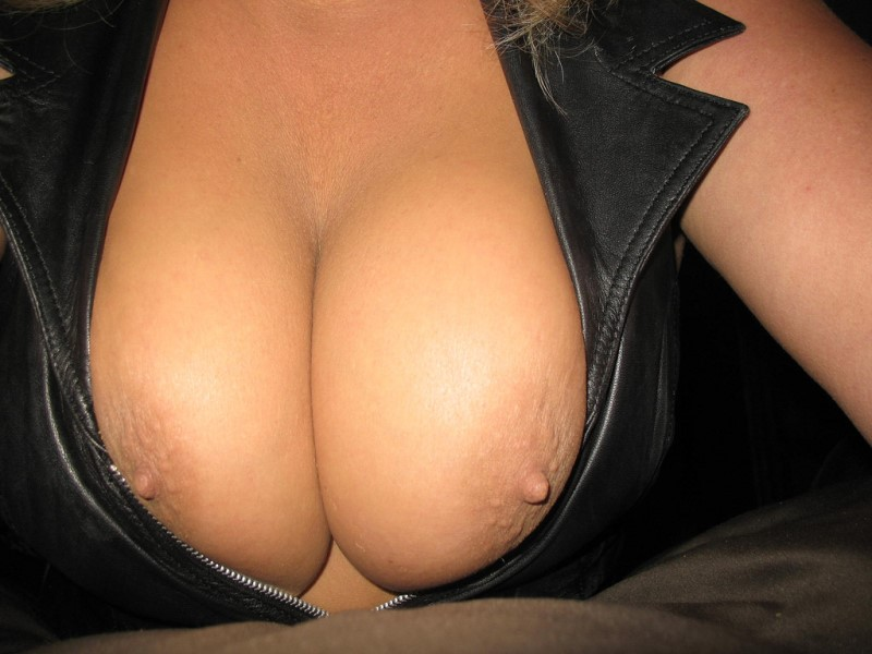 Beauty Big Tits - Beautiful Big Tits Pics and Nude Busty Beauties