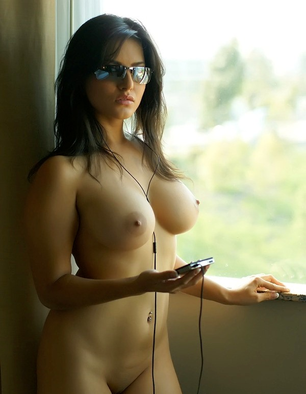 Topless Beauties Free Erotic Photo Galleries
